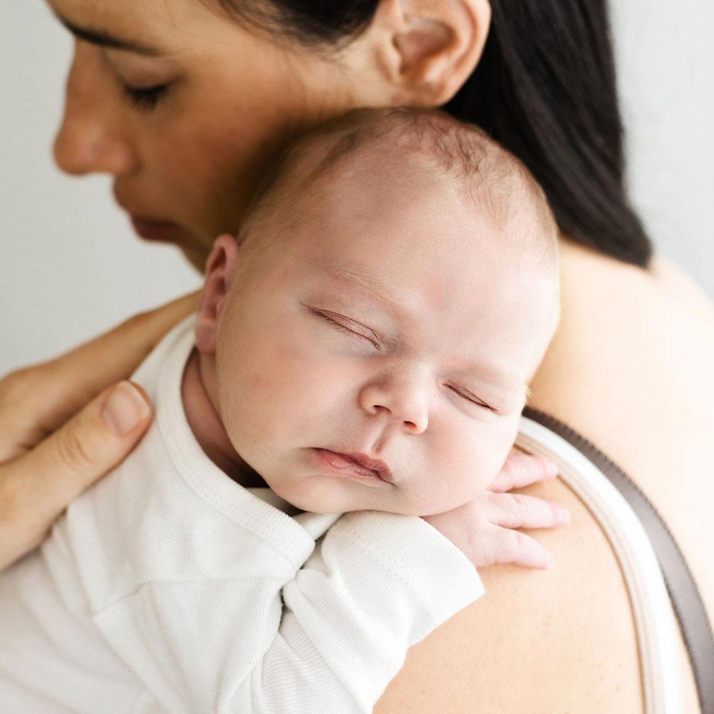 fotografiranje novorojenčka naravno